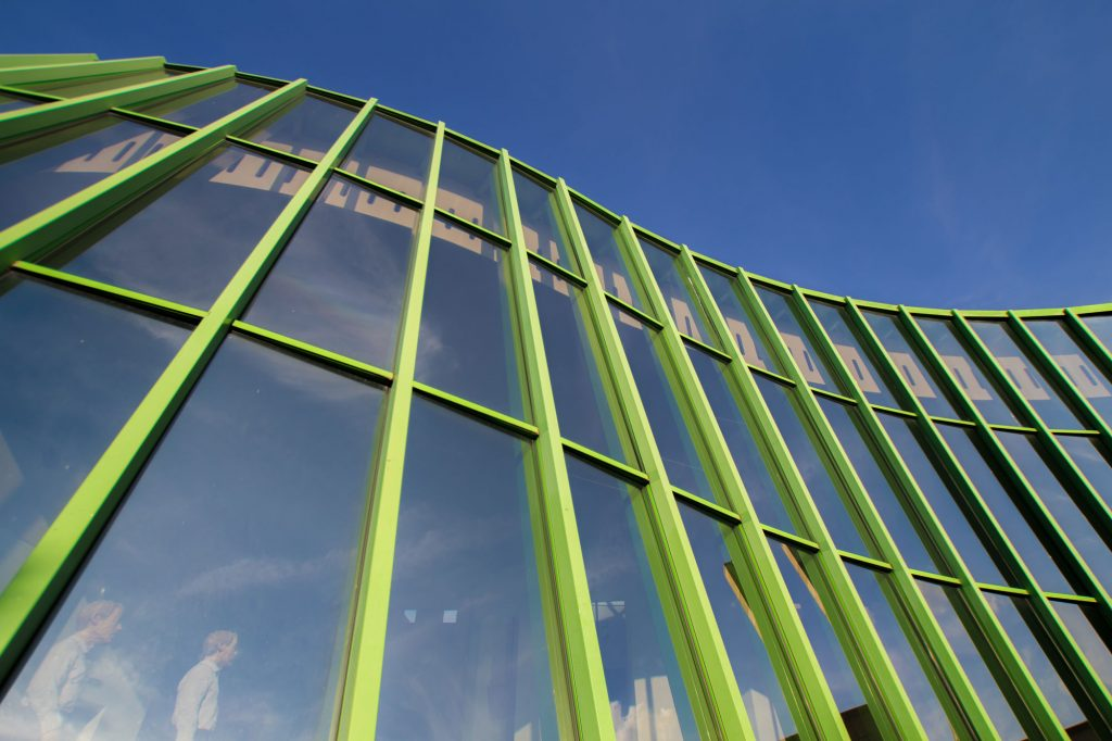 Nahaufnahme der Glasfassade