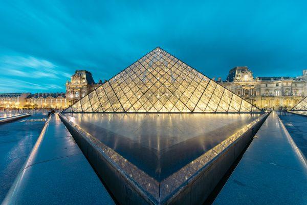 nächtliche Beleuchtung der Pyramide