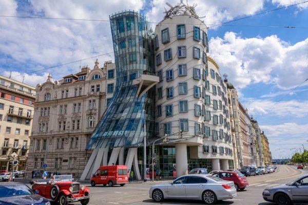 Eines der Gebäude von Frank Gehry in Prag