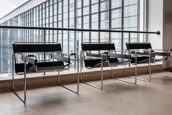 Mobiliar im Stil des Bauhaus, der Stuhl des Marcel Breuer
